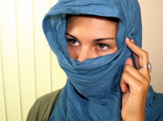 Dentysta ukarany za odmowę posady kandydatce w hidżabie (źródło: sxc.hu)