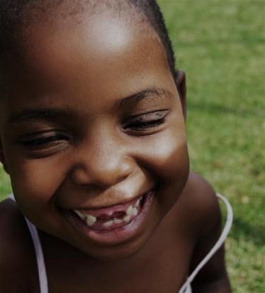 Dentysta usunął córce przednie zęby mleczne, ponieważ uważał, że są źródłem komórek macierzystych (źródło: sxc.hu)