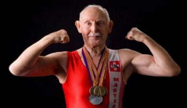 93-letni dentysta najstarszym kulturystą świata (źródło: charleseugster.net)