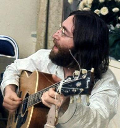 John Lennon (źródło: Wikipedia)