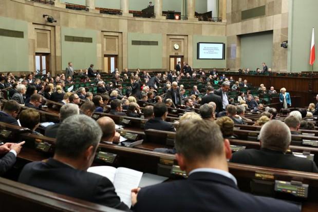 ZUS zapłaci za chorą asystentkę lub recepcjonistkę? (źródło: sejm.gov.pl/Krzysztof Białoskórski)