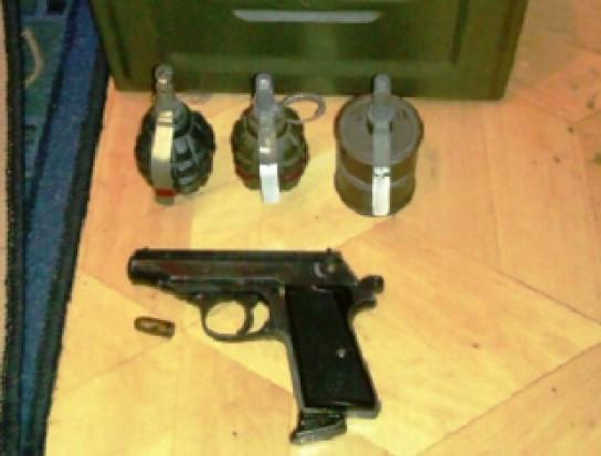 Miłośnik ostrej amunicji okradał dentystkę (źródło: KWP Lublin)