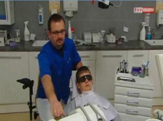 Ile kosztuje dobroczynność dentysty? (fot. TVP Kraków)
