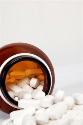 Leki w gabinecie  sprawdzajmy termin ich ważności (fot. sxc.hu)