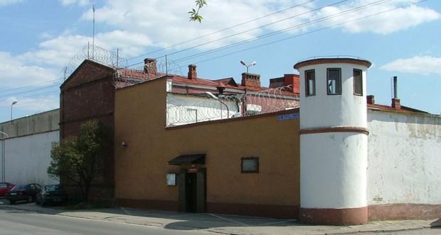 Więzień częściej u dentysty niż wolny Polak? (fot. wikipedia.org)