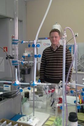 Polak pracuje nad nanocząsteczkami uwalniającymi fluor (fot. archiwum prywatne)