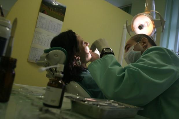 Identyfikacja zagrożeń w pracy dentysty (fot.: Andrzej Wawok/PTWP)