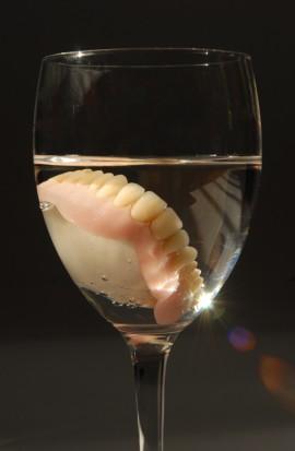 Kiedy dostawa protez dentystycznych i sztucznych zębów z VAT? (foto: sxc.hu)