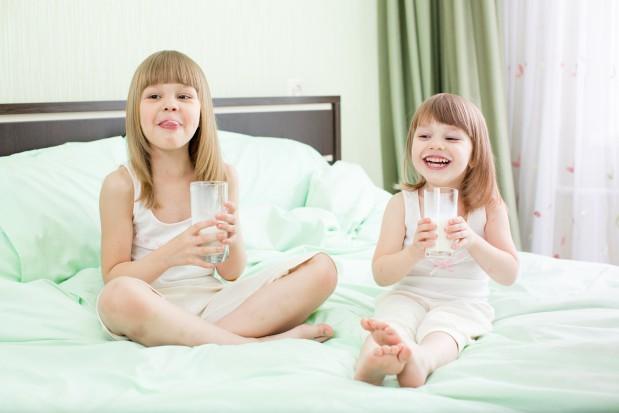 Pij mleko! Będziesz miał zdrowe zęby (fot. Fotolia)