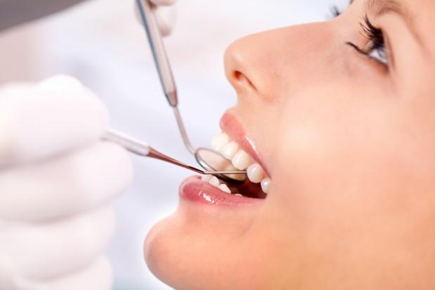 Kto zechciałby świadczyć usługi stomatologiczne dla cudzoziemców? (foto: Fotolia/PTWP)