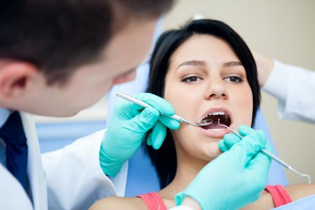 Chore zęby to większe ryzyko HPV (fot. Fotolia)