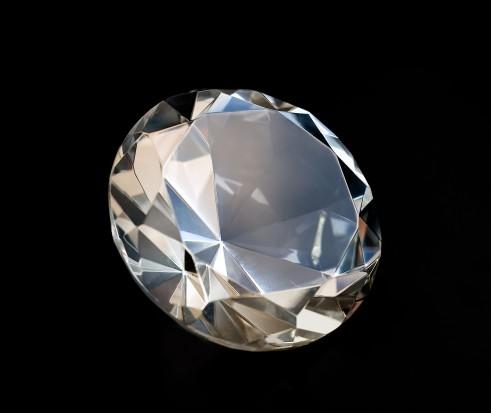 Diamenty: najlepsi przyjaciele kobiet i pacjentów implantologicznych?