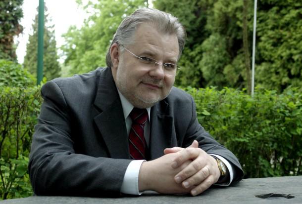 Prof. Zbigniew Izdebski pozytywnie o publikacji wydanej dla dentystów przez Rzecznika Praw Dziecka