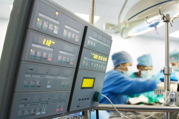 Wrocław: wszczepienie protezy żuchwy i inne zabiegi w jednym czasie