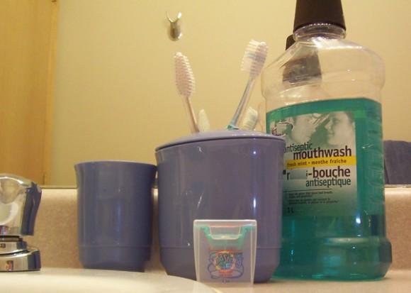 Intensywne użytkowanie płynu do płukania ust może zwiększać ryzyko pojawienia się raka jamy ustnej
