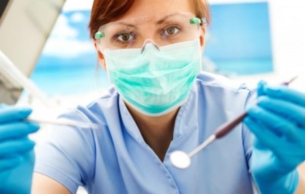 Lekarz dentysta kształtuje lokalny rynek pracy