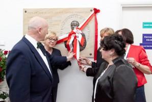 Odsłonięto tablicę upamiętniającą prof. Janusza Piekarczyka
