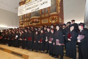 Poznań: zagraniczni studenci stomatologii z dyplomami