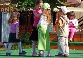 Ekspresowa profilaktyka w szkole - 300 dzieci w dwie godziny. Młoda dentystka na cenzurowanym
