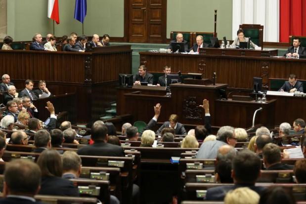 Sejm: papierowa dokumentacja medyczna do końca lipca 2017 r.
