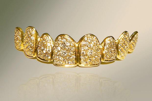 Proteza ze złota i diamentów – bagatela 450 tys. zł