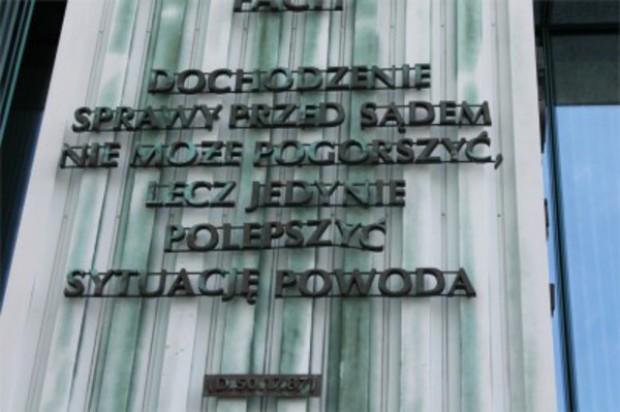 Nieuczciwa pacjentka chciała od niby stomatologa 26,5 tys. zł
