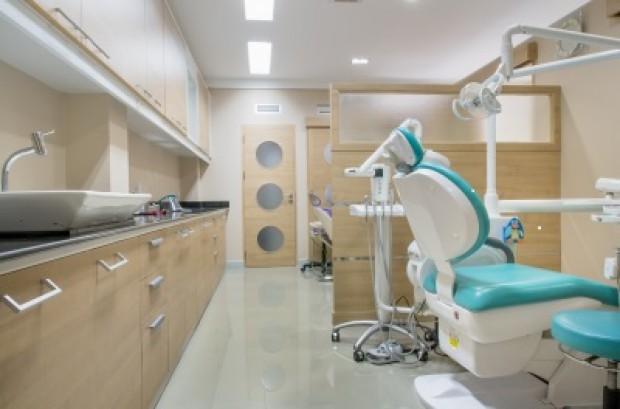 Potrzebne: aparat pantomograficzny, unity i materiały stomatologiczne