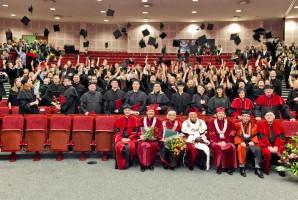 WUM: 104 absolwentów stomatologii odebrało dyplomy