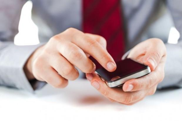 Przypomnienie o wizycie: do młodego pacjenta wyślij za pomocą SMS, a do starszego?