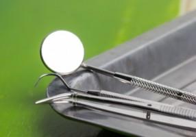 NFZ naciągany na koronki zębowe dla ośmiolatków