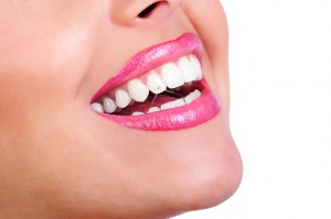 Wybielanie zębów: prośba o zgłaszanie niepożądanych działań