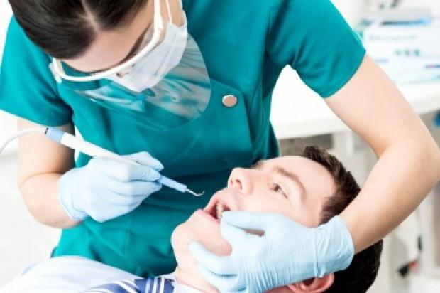 Praktyka dentystyczna. Praca na swoim - passe?