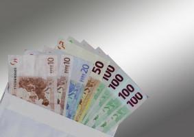 Kto pokryje koszt opłaty franczyzowej za kongres  FDI w Poznaniu