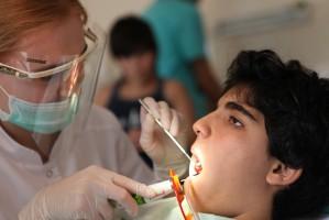 Fundacja Wiewiórki Julii leczy zęby armeńskim sierotom