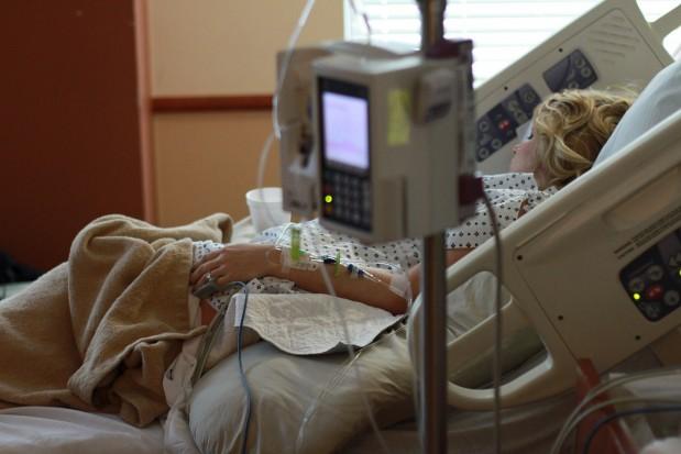 Stan uzębienia a ryzyko zapalenia płuc podczas mechanicznej wentylacji