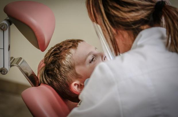 Dentysta w szkole: w Sochaczewie powątpiewają w dodatkowe kontrakty z NFZ