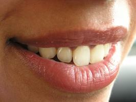 CED raportuje o niepożądanych zdarzeniach podczas wybielania zębów