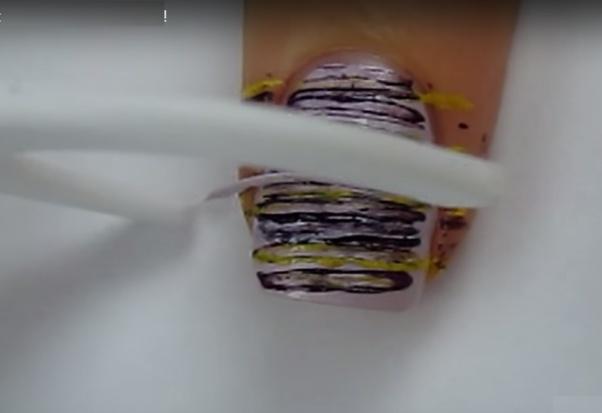 Manicure nicią dentystyczną
