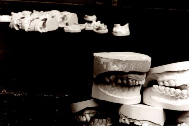 Technik dentystyczny a praca w szczególnych warunkach