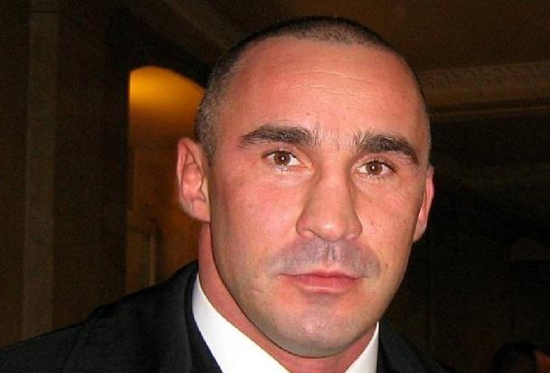 Przemysław Saleta chwali się implantami