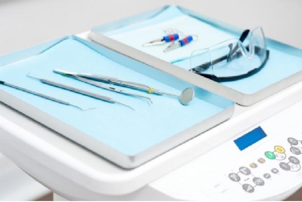 Więcej miejsc specjalizacyjnych z chirurgii stomatologicznej