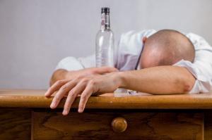 CED: Alkohol to wróg zębów