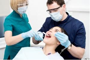 Dentyści ze stażem podyplomowym i specjalizacjami