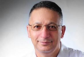 Mansur Rahnama z tytułem profesora zwyczajnego