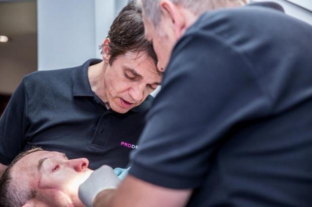 Polacy odbudowali uzębienie u pacjenta z przeszczepioną twarzą i szczęką