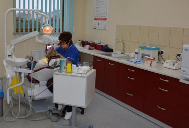 Powiat Zgorzelec: hołubią gabinet stomatologiczny w szkole