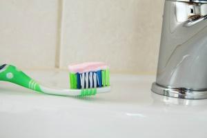 Czy pasty zmniejszające nadwrażliwość zębów rzeczywiście działają?