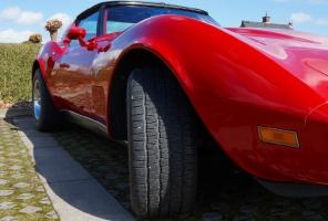 Dentysta sprzedaje firmowe auto, co z VAT?
