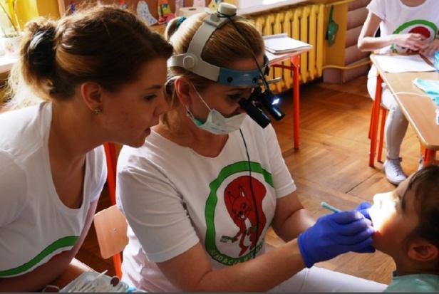 Wiewiórka Julia przebadała zęby w Pleszewie
