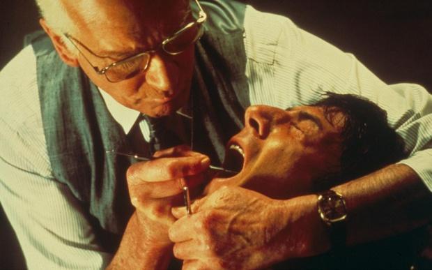 13 filmów, w których występują dentyści